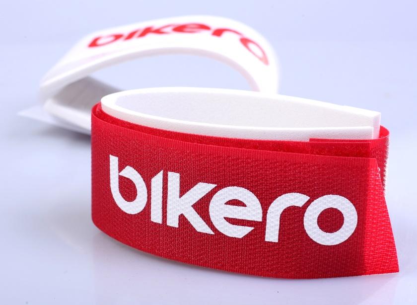 BIKERO - Spínací páska na sjezdové lyže, suchý zip, červená, 1 ks